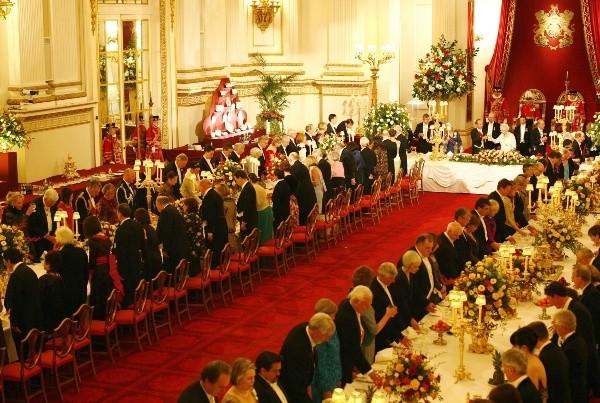 Elizabeth II détermine quand tout le monde arrête de manger.  Photo: (Getty)