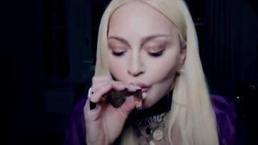 Madonna fume bouillir dans la nouvelle vidéo de Snoop Dogg, `` Gang Signs ''