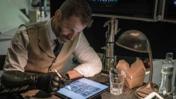 Zack Snyder a parlé après le limogeage de Henry Cavill et a été extrêmement dur contre Warner Bros