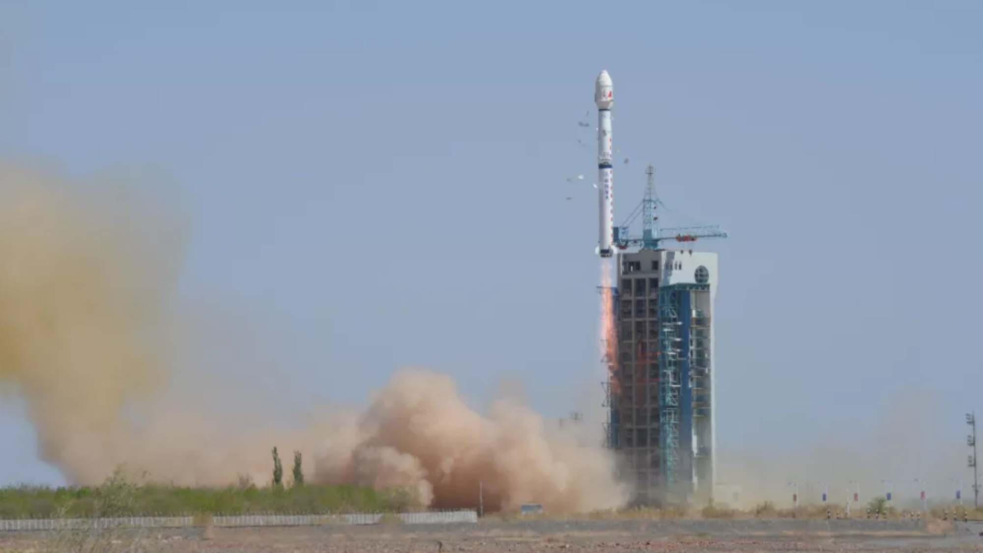 Une longue marche 4C décolle de Jiuquan pour envoyer Yaogan-34 en orbite.
