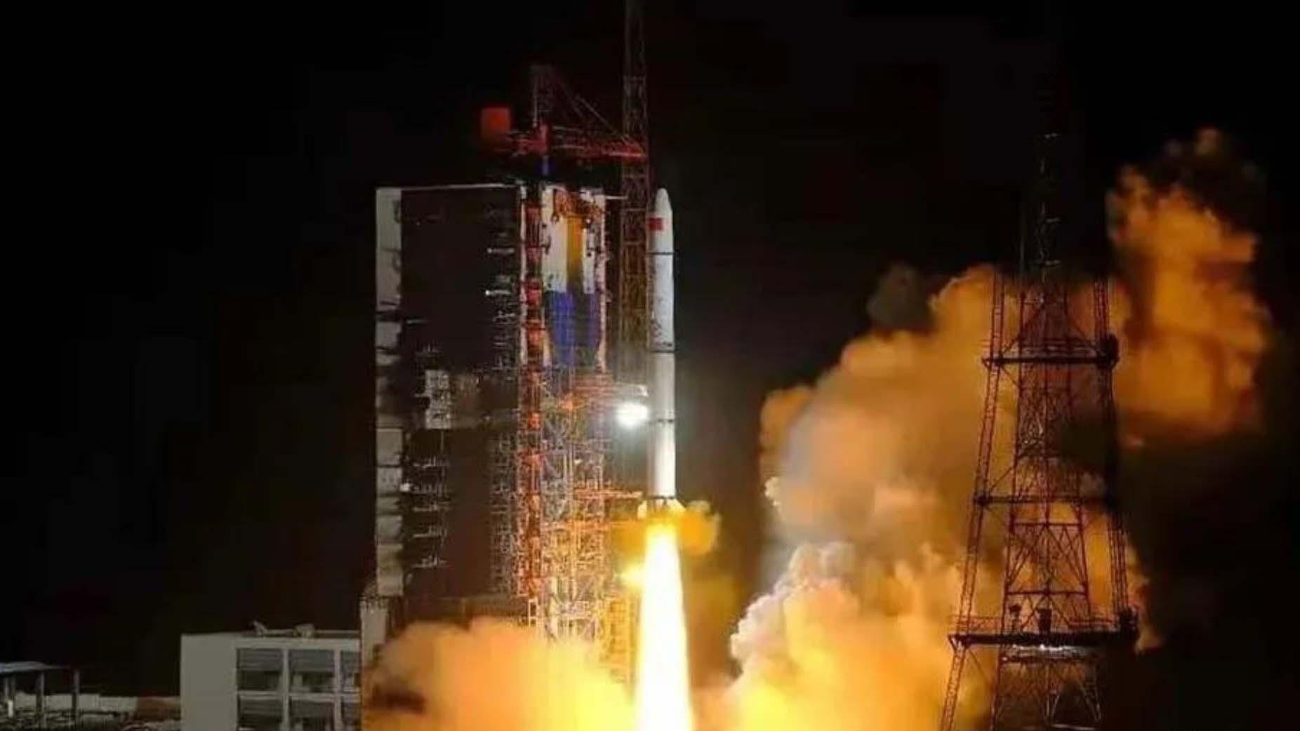 Décollage du Long March 2C depuis Xichang transportant trois satellites Yaogan-30 (08) et Tianqi-12.