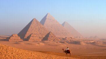 Qui A Construit Les Pyramides égyptiennes?