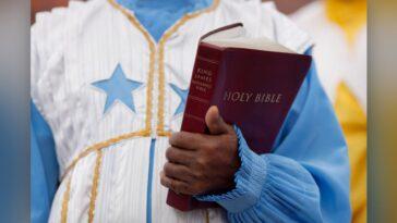 Pourquoi La Bible King James Est Elle Si Populaire?