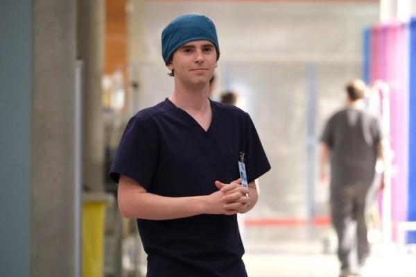 Freddie Highmore est le bon docteur.  Photo: (ABC)