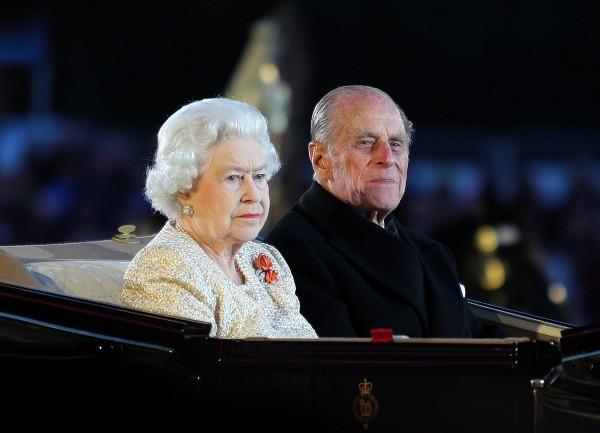 Philippe d'Édimbourg et Elizabeth II étaient mécontents de la Couronne.  Photo: (Getty)