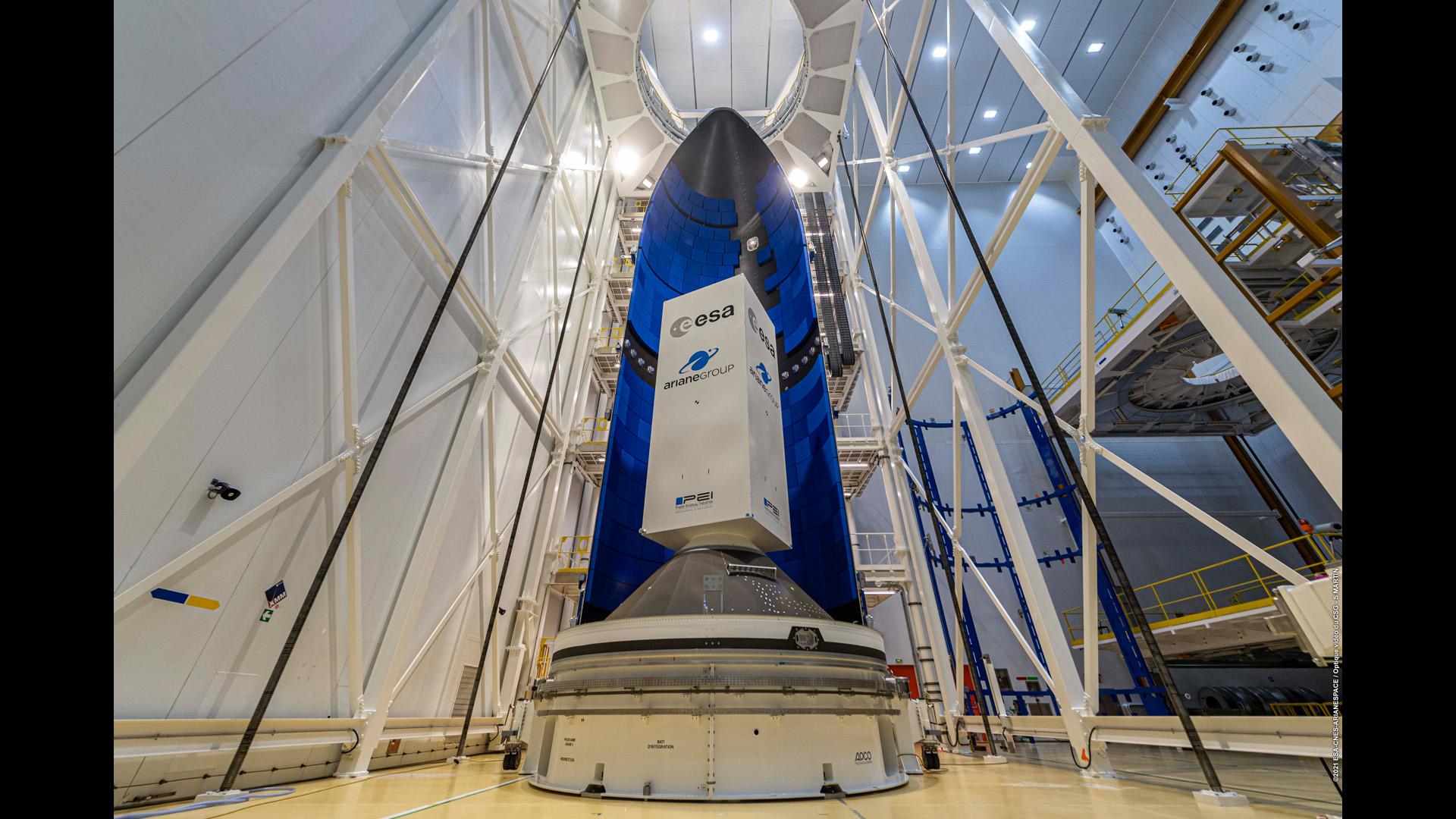 Le carénage d'Ariane 6 de 20 m de haut est arrivé au Centre Spatial Guyanais.