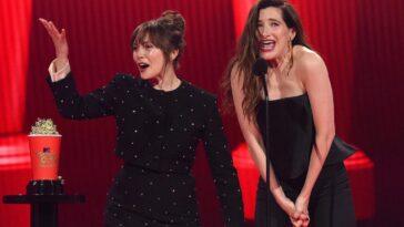 La Star De Wandavision Kathryn Hahn Remporte Le Prix Du