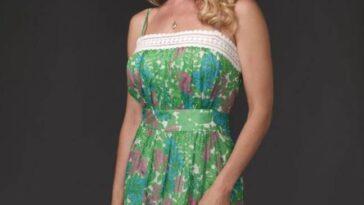 Julie Benz a déclaré avoir eu une crise de panique lorsqu'elle a été coupée de Dexter.  Crédit: Showtime