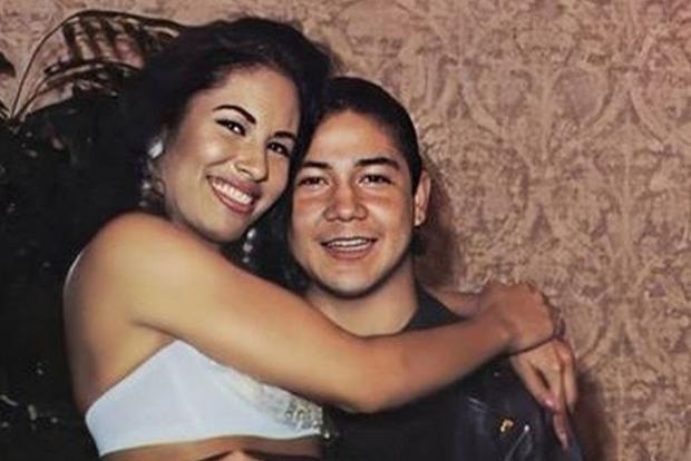 Selena Quintanilla et Chris Pérez se sont mariés en secret et alors qu'ils étaient sur le point d'avoir trois ans, le chanteur a été assassiné.  (Photo: Selena Quintanilla / Twitter)