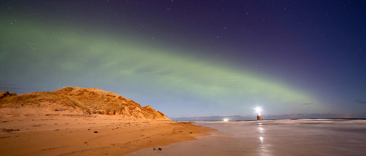 Une aurore boréale semblable à une dune.