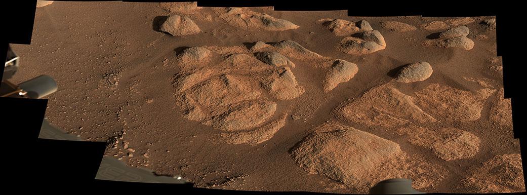 Le rover Perseverance de la NASA a vu ces roches avec son imageur Mastcam-Z le 27 avril 2021.