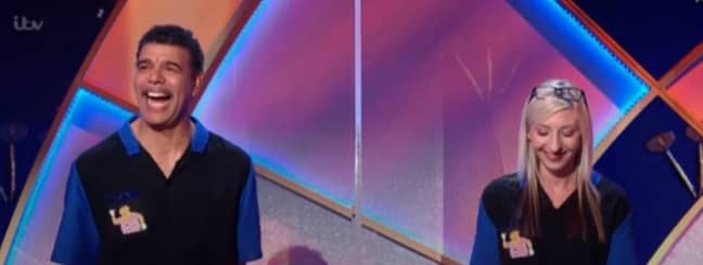 Chris Kamara a trouvé ça drôle.  Crédit: ITV / Alan Carr's Epic Gameshow