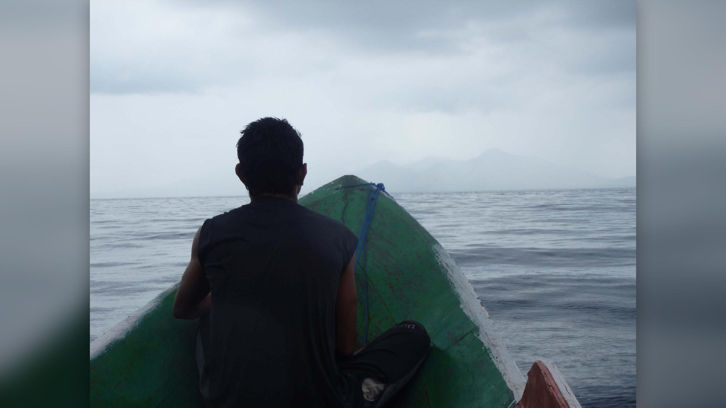 Les chercheurs arrivent sur l'île de Pantar dans la chaîne d'îles de Nusa Tenggara en Indonésie.