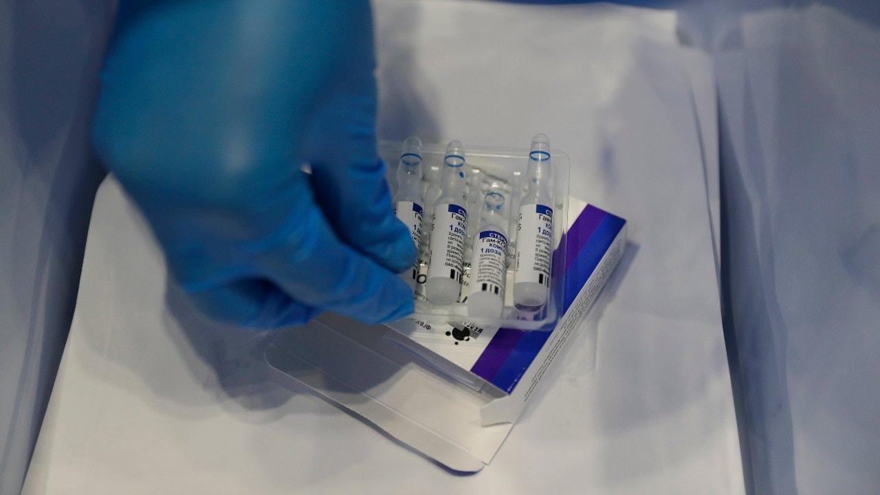 La Russie - en grande pompe - a enregistré le premier vaccin contre le coronavirus Spoutnik V au monde en août 2020.