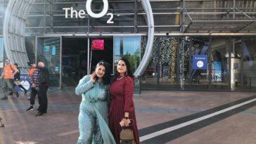 Les employés clés Zunaira Faiz et Mimuna Hussin arrivent pour les BRIT Awards.  Crédit: PA