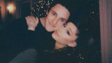 Dalton Gomez et Ariana Grande se blottissent à Noël 'Credit: Instagram / Ariana Grande