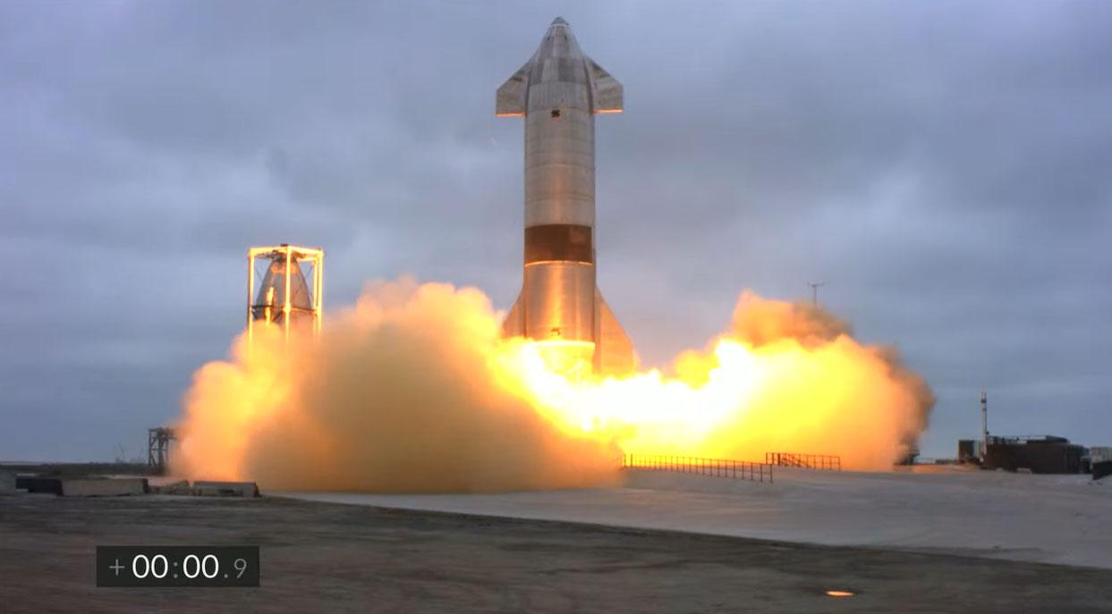 Le prototype de fusée Starship SN15 de SpaceX est lancé sur un vol d'essai de 10 kilomètres depuis le site d'essai Starbase de SpaceX près du village de Boca Chica, dans le sud du Texas, le 5 mai 2021.