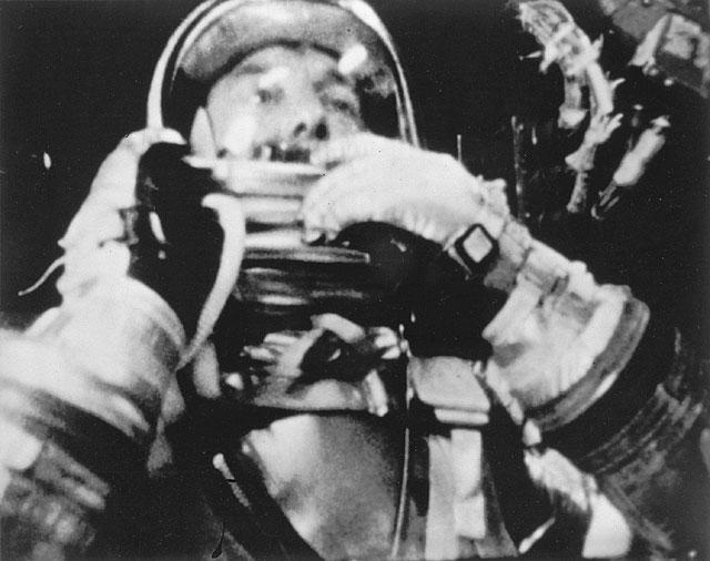 L'astronaute de la NASA Alan Shepard est devenu le premier Américain dans l'espace le 5 mai 1961 à bord de son vaisseau spatial Mercury Freedom 7.
