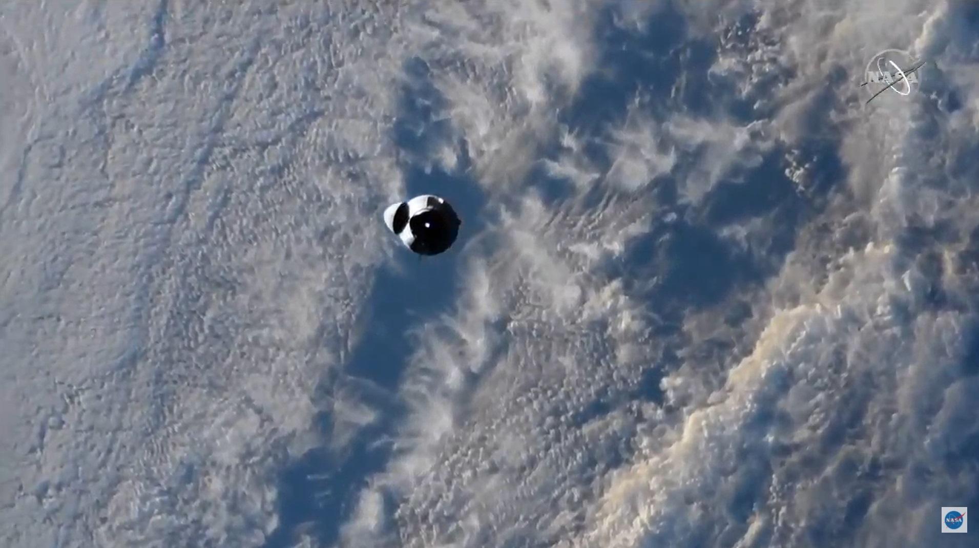 Le cargo SpaceX CRS-22 Dragon s'approche de la Station spatiale internationale le 5 juin 2021 lors d'opérations d'amarrage pour livrer plus de 7 300 livres.  (3 311 kg) de fournitures au laboratoire en orbite.