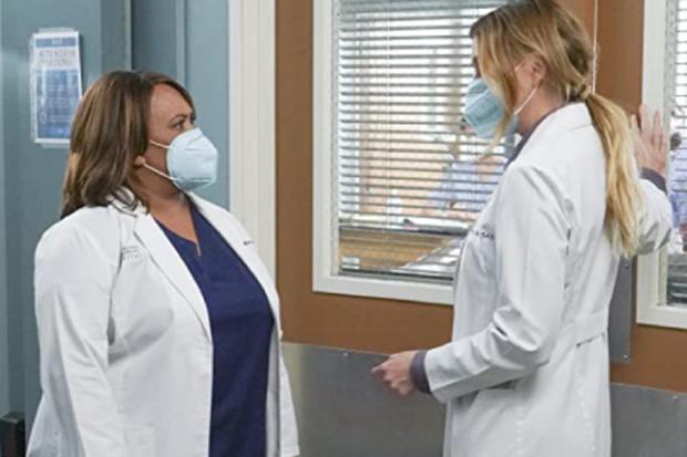 """Chandra Wilson et Ellen Pompeo seront de retour pour la saison 18 de """"L'anatomie de Grey"""" (Photo : ABC)"""