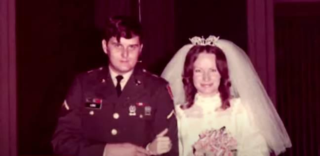 Cindy Brown et Bobby Joe Long se sont mariés en 1974 (Crédit: Youtube/Crime Watch Daily)