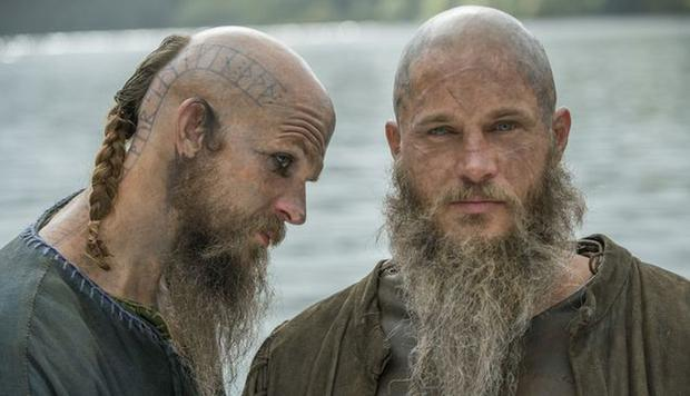 Lorsque Ragnar s'est approché du christianisme, Floki l'a condamné, voire assassiné Athelstan à la moindre occasion (Photo: History)