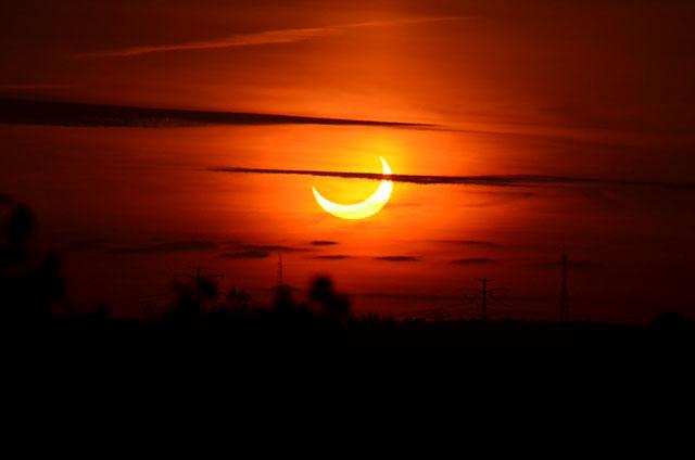Jason Materazo, un observateur du ciel de 16 ans, capture cette vue de l'éclipse solaire partielle du 10 juin 2021 visible depuis Ronkonkoma, New York, au lever du soleil juste après 5 h 26 HAE.
