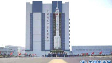 La Chine Fait Rouler Une Fusée Avant Le Lancement De