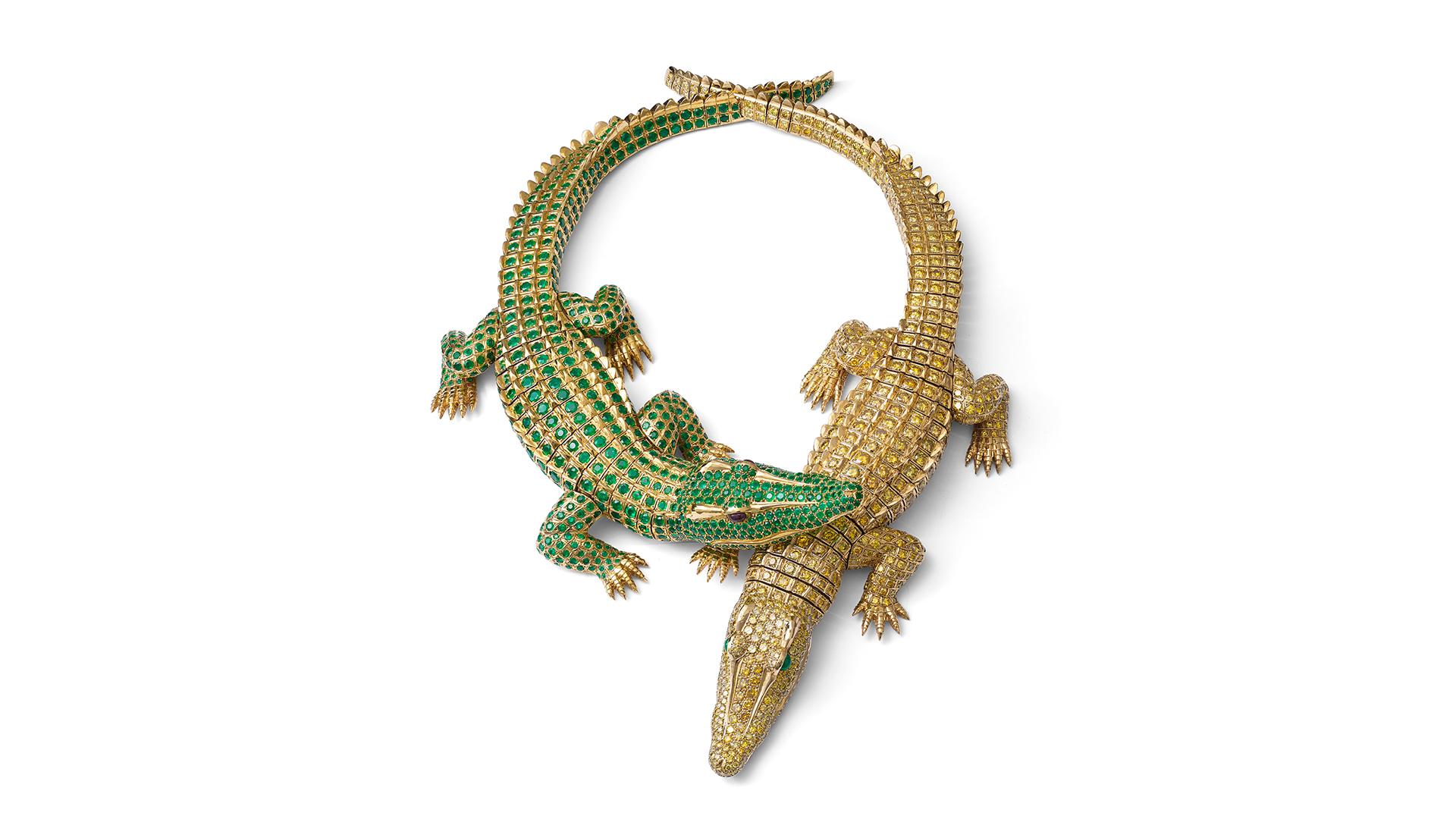 Selon la légende, lorsque l'actrice María Félix a commandé ce collier, elle a transporté des bébés crocodiles vivants chez Cartier à Paris pour servir de modèles pour la conception.