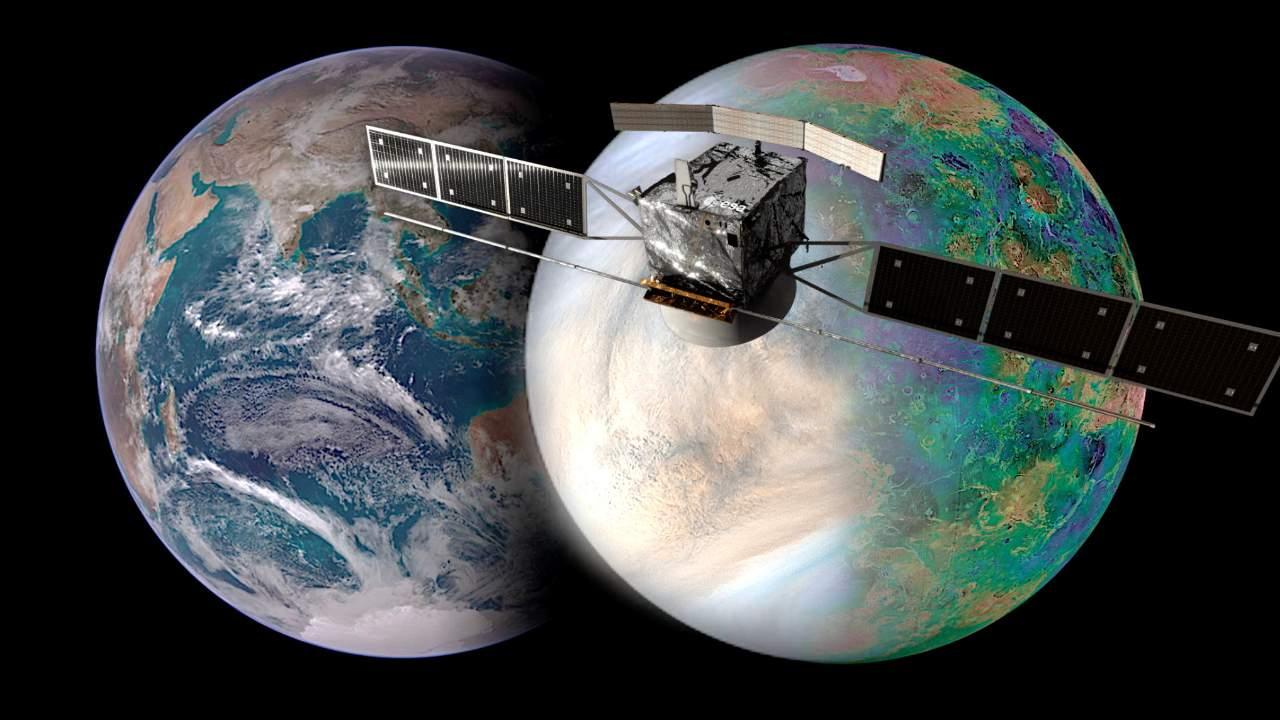 L'image montre la Terre (à gauche) et Vénus (à droite) et leur taille similaire.  Comment ces planètes sœurs ont-elles évolué pour devenir si différentes ?  La mission EnVision (rendu du vaisseau spatial en image) vise à répondre à certaines de ces questions clés, et le radar à ouverture synthétique EnVision Venus (VenSAR) fourni par la NASA jouera un rôle central.  Le VenSAR sera construit et exploité par JPL.  Crédits : Agence Spatiale Européenne / Observatoire de Paris / VR2Planets