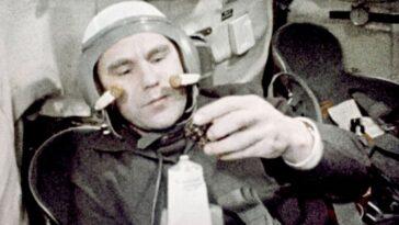 Le Cosmonaute Vladimir Shatalov, Qui A Dirigé Trois Missions Soyouz,