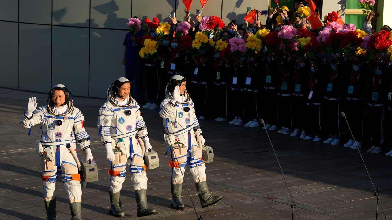 La Chine Lance Trois Astronautes Vers Sa Station Spatiale Tiangong 3