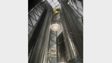 Spacex Empile Une Fusée Géante Super Heavy Avant Le Test