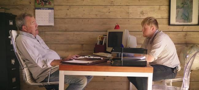 Kaleb Cooper et Jeremy Clarkson sur Clarkson's Farm (Crédit: Amazon Prime Video)