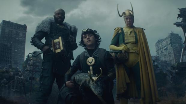 Trois nouveaux Lokis apparaissent à la fin du quatrième chapitre (Photo : Disney Plus / Marvel)