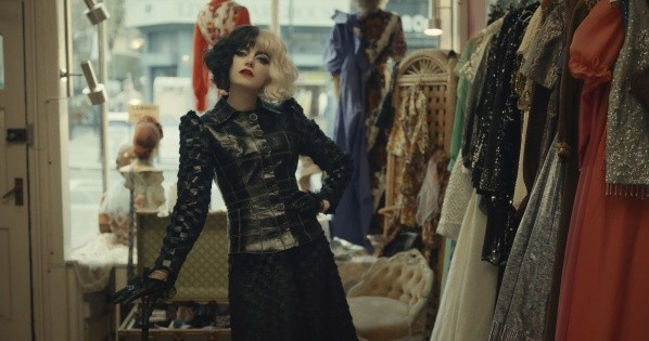 Emma Stone dans le rôle de Cruella.  Photo : (Disney +)