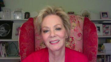 """Jean Smart parle de la perte de son mari depuis 34 ans lors du tournage de """"Hacks"""""""