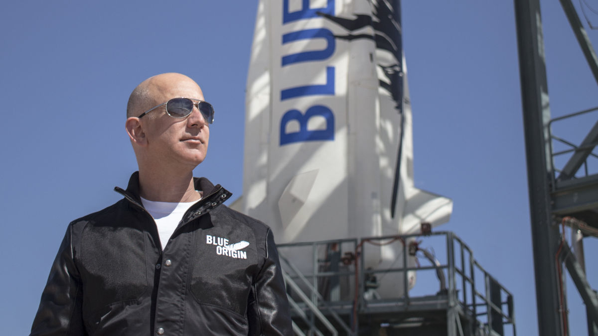 Le fondateur Jeff Bezos a annoncé que lui et son frère seraient parmi les passagers du premier vol en équipage de Blue Origin.