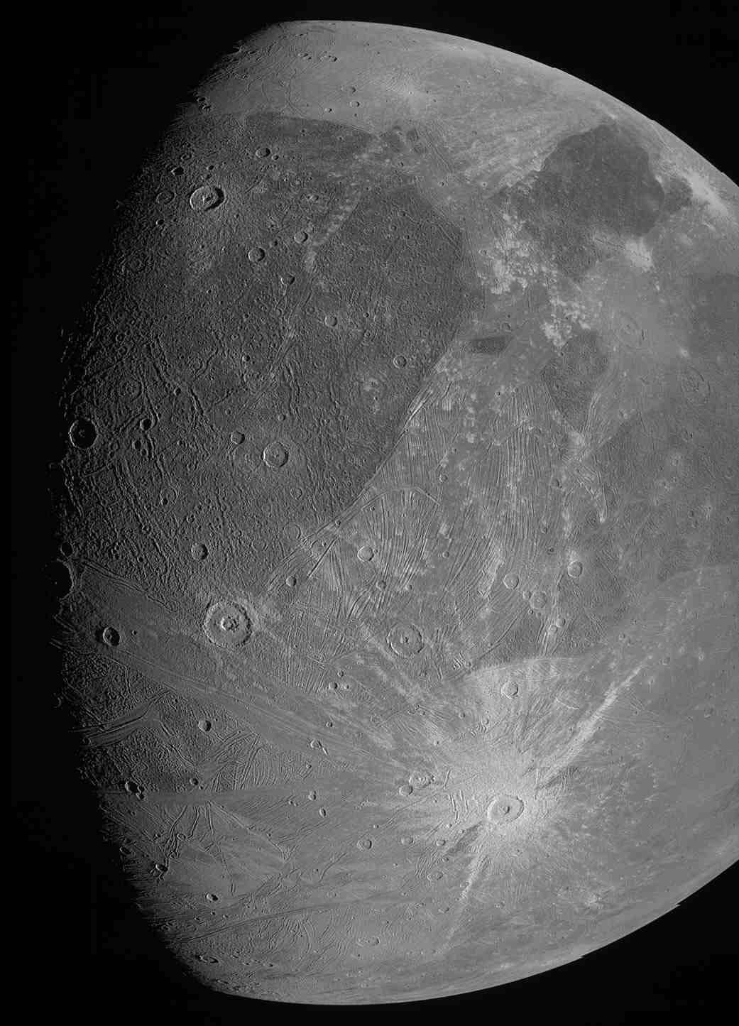 Cette image de la lune jovienne Ganymède a été obtenue par l'imageur JunoCam à bord du vaisseau spatial Juno de la NASA lors de son survol de la lune glacée le 7 juin 2021.  Crédit image : NASA