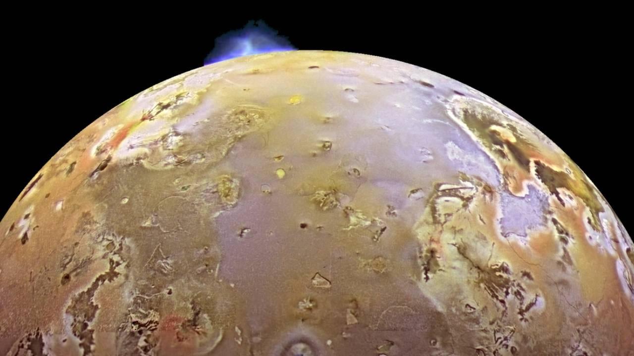 Une éruption volcanique sur la lune Io de Jupiter.  Crédit image: NASA/JPL/DLR