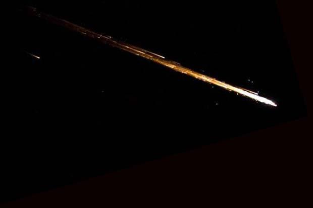 Le véhicule de ravitaillement Cygnus, qui livre du fret à la Station spatiale internationale, brûle dans l'atmosphère lors de sa rentrée.