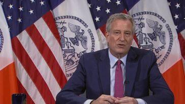 Le directeur de Shake Shack accusé d'avoir empoisonné les secousses d'officiers poursuit le NYPD pour diffamation