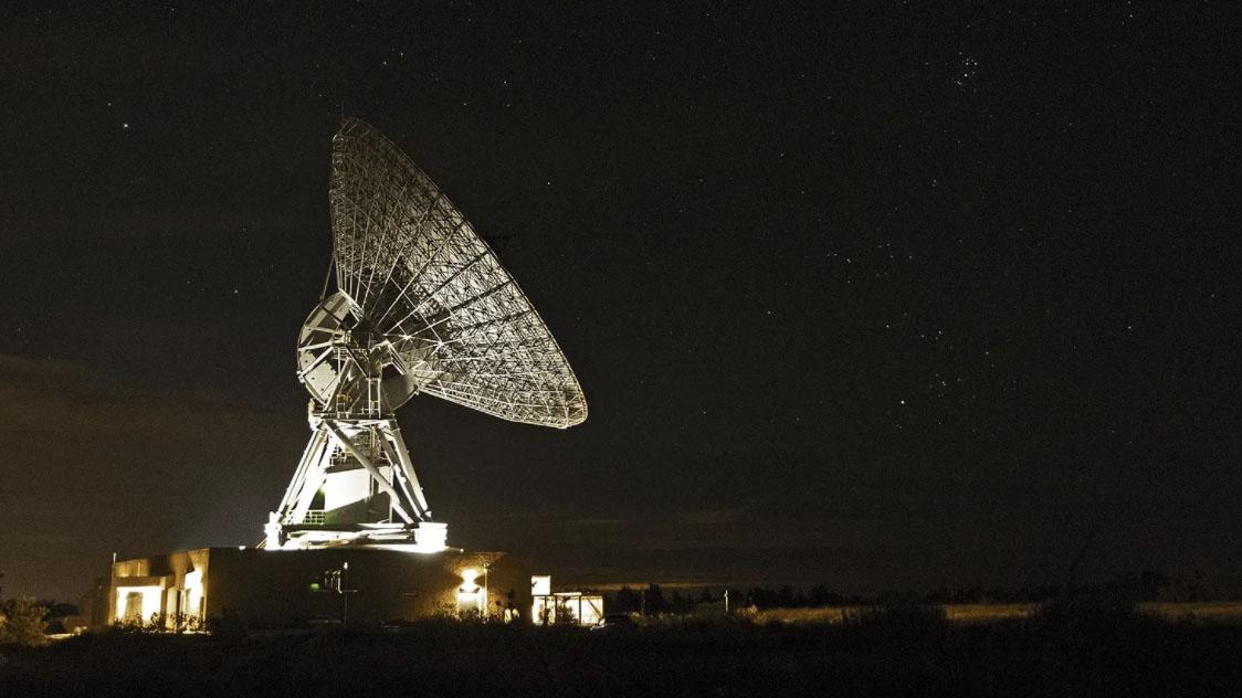 La première antenne commerciale au monde dans l'espace lointain a été ouverte à la station terrienne de Goonhilly à Cornwall, au Royaume-Uni