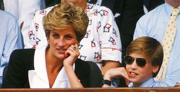 Le prince William avec sa mère, Lady Di.  Photo: (Foire de la vanité)