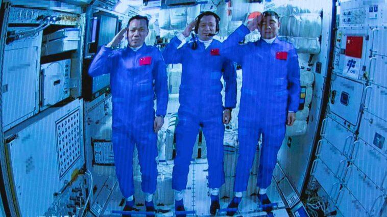Les Trois Astronautes Chinois S'amarrent En Toute Sécurité à Tiangong 3