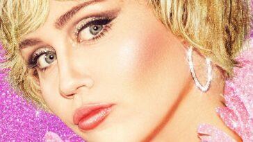 Miley Cyrus Partage Barely There Thong Selfie Avant La Bande Annonce Du