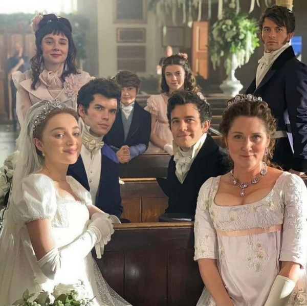 The Bridgerton family.  Photo: (Netflix)