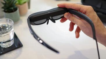 Voici les TCL NxtWear G, des lunettes qui transforment votre téléphone ou tablette en écran de 140 pouces