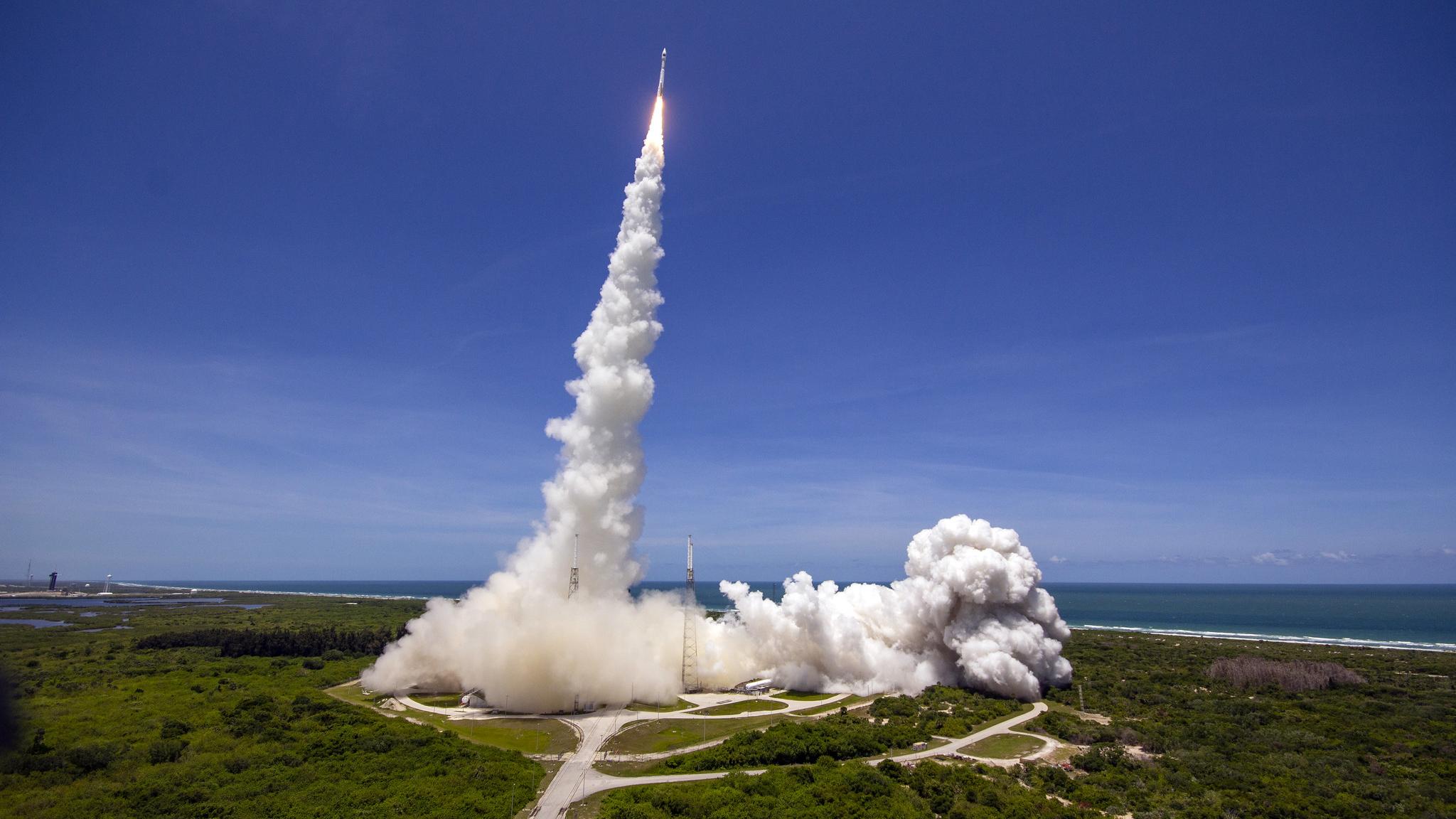 Une fusée Atlas V de United Launch Alliance transportant le satellite d'alerte aux missiles SBIRS Geo Flight 5 pour l'US Space Force décolle du Space Launch Complex 41 de la station spatiale Cape Canaveral en Floride le 18 mai 2021.