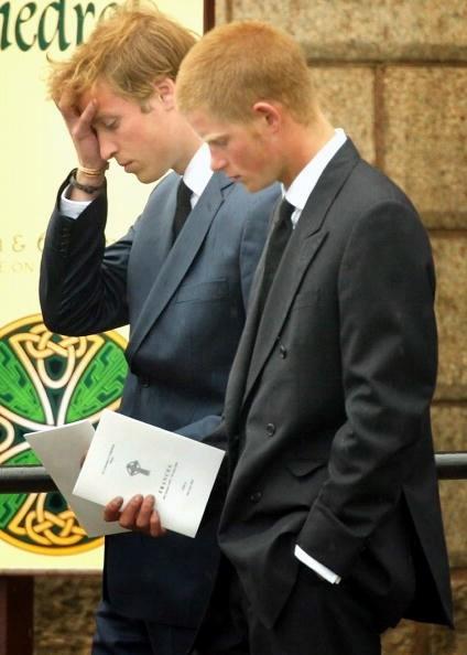 Les princes William et Harry lors du premier hommage à leur mère.  Photo: (Getty)